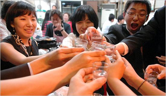 Nên giải rượu bia khi say bằng nước cam